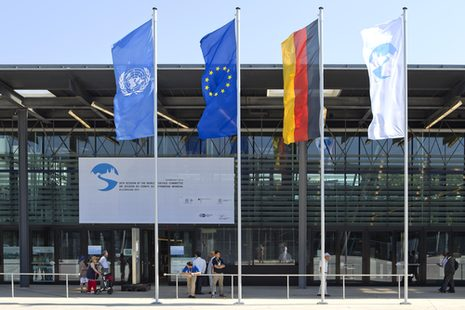 Internationale Flaggen vor dem Plenarsaal des World Conference Center Bonn